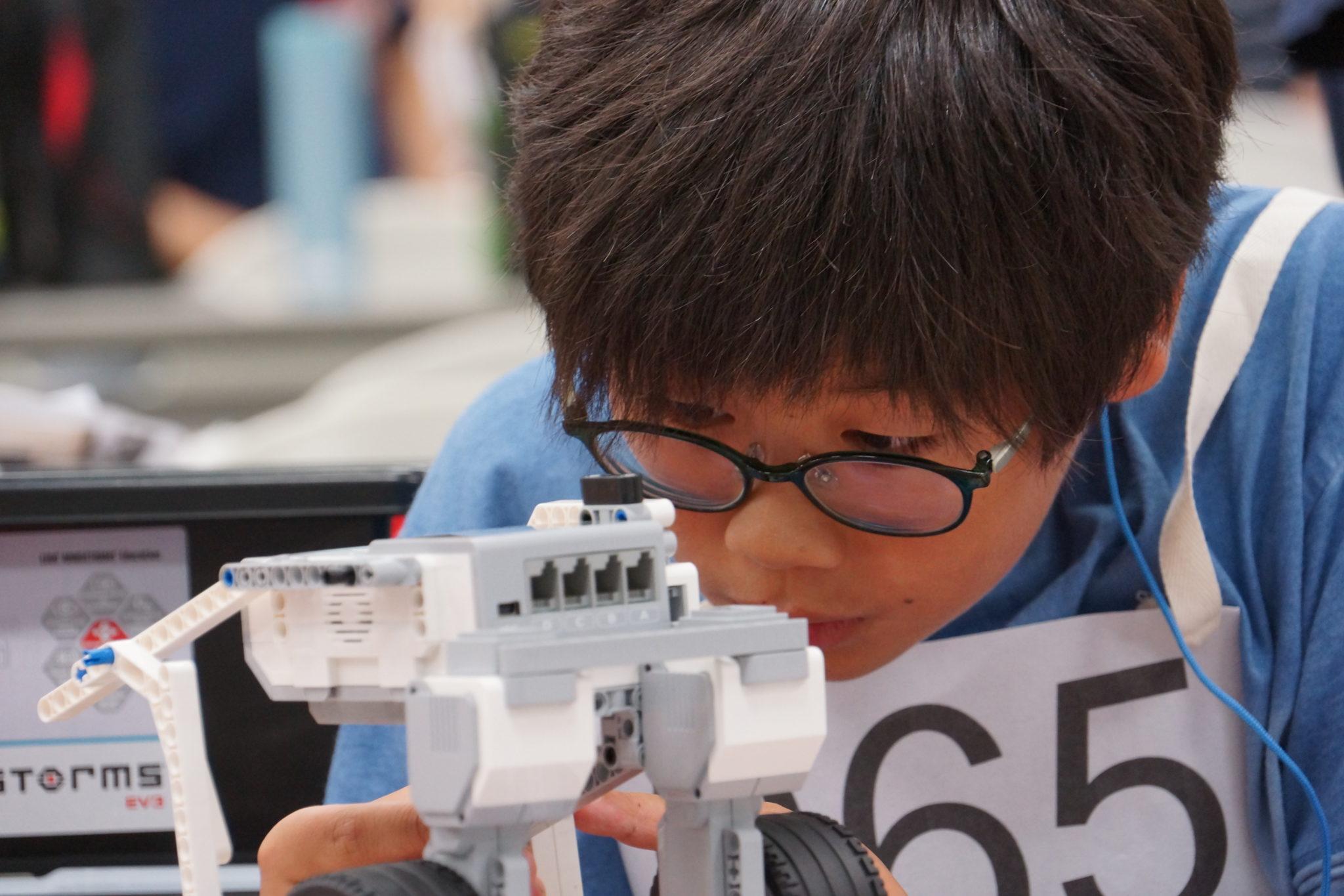 プログラム開発による自律型ロボットを使用